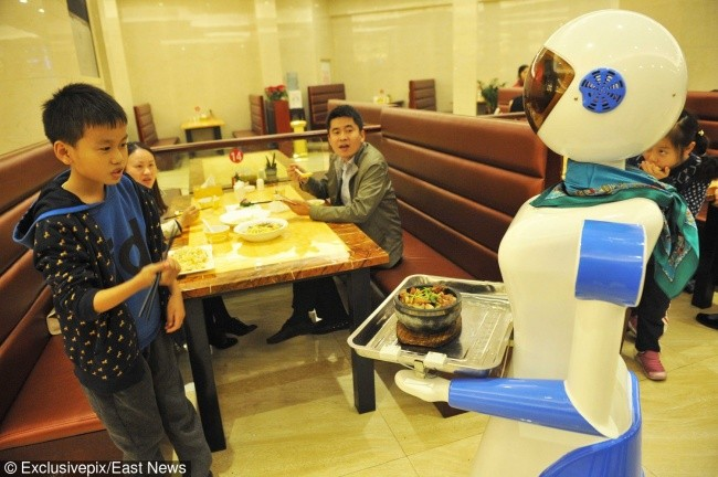 Time Machine or a Restaurant? China Has Robot Waiters!